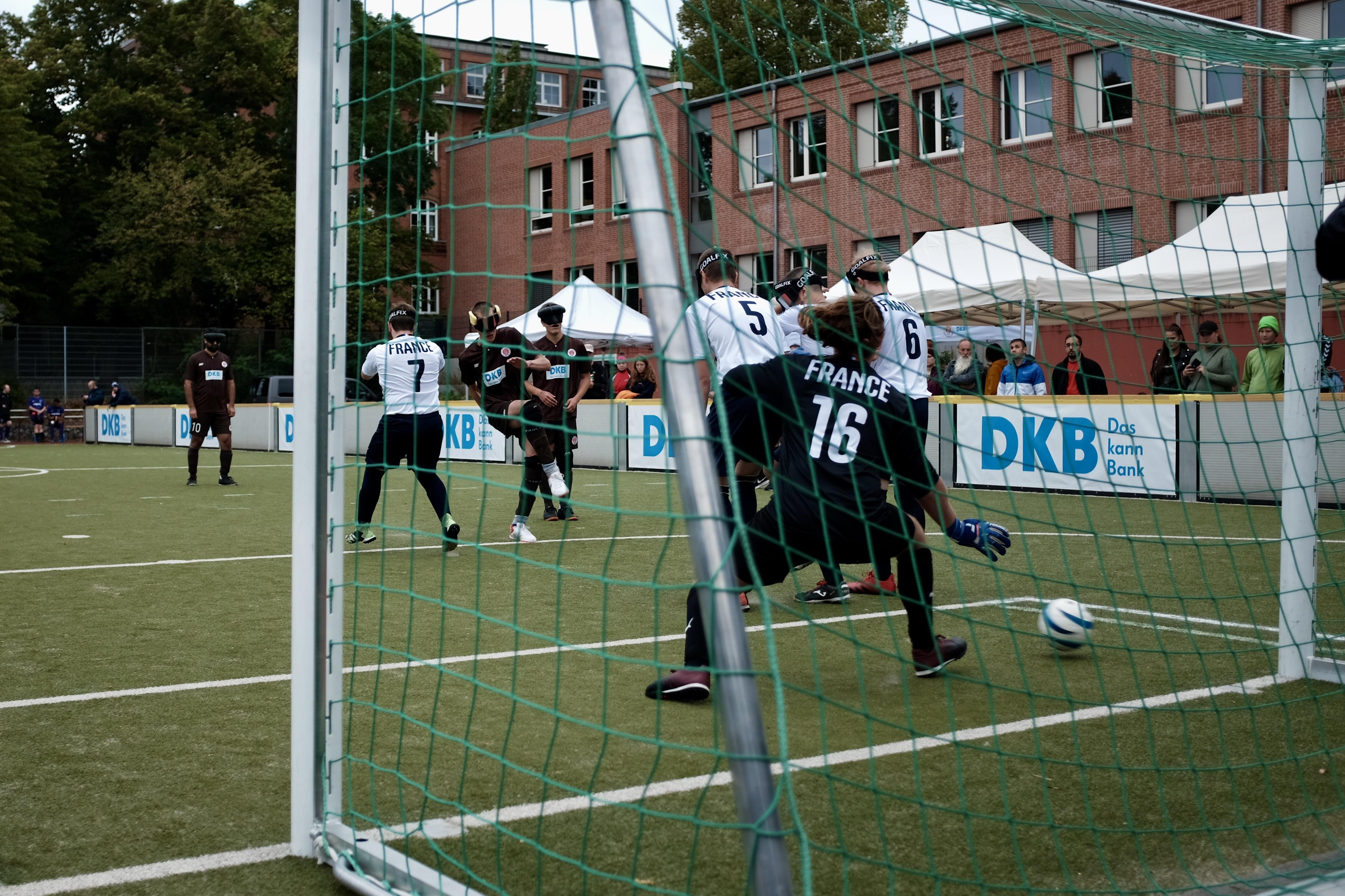 Rasmus Narjes erzielt im Halbfinale gegen Frankreichs U23 den Treffer zum 1:0.